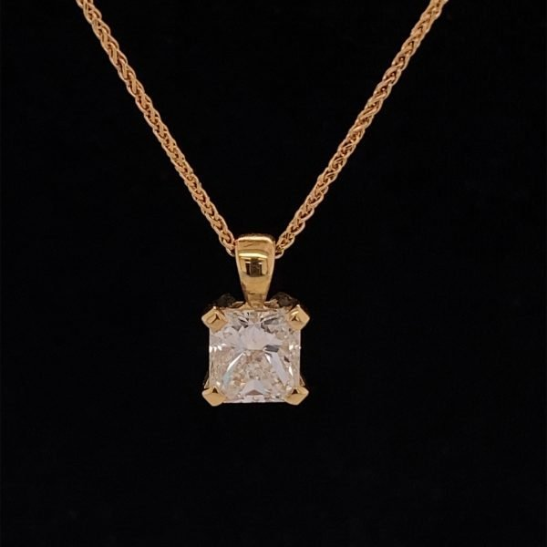 Diamond solitaire pendant and chain