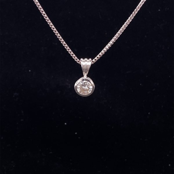 Diamond 0.71cts pendant and chain