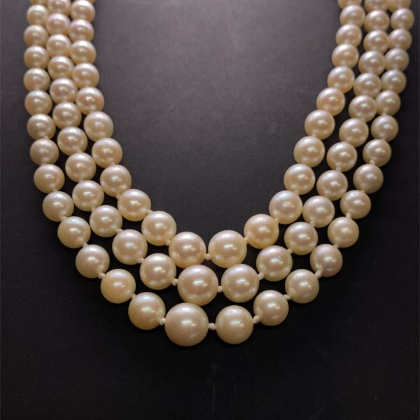 Three row graduated necklace, with sapphire and diamond clasp