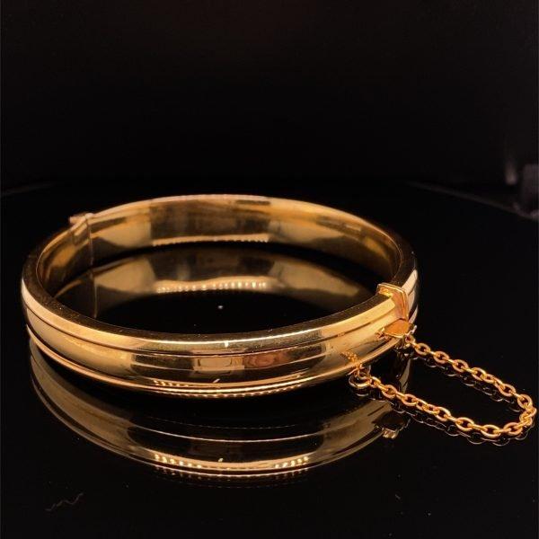Yellow gold hinged bangle