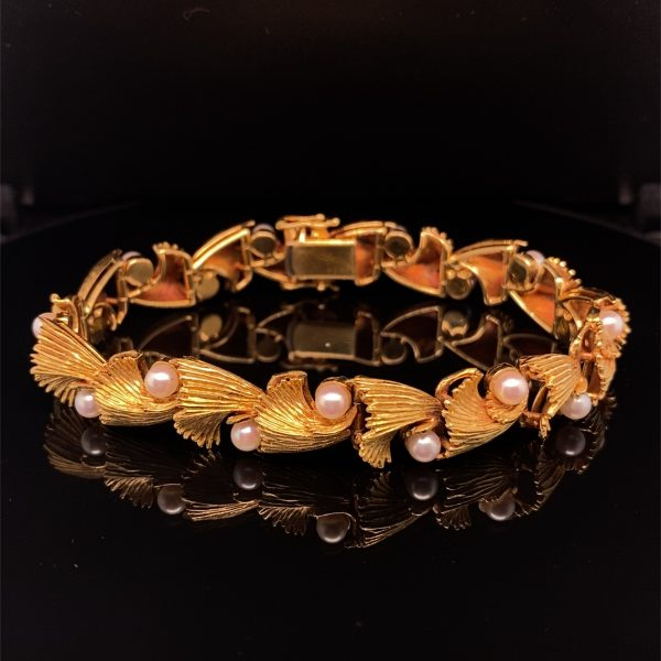 Yellow gold and pearl bracelet