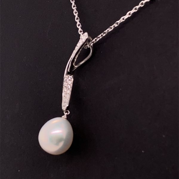 Pearl and diamond detail pendant and chain