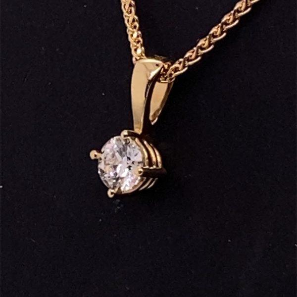 Single stone diamond pendant and chain